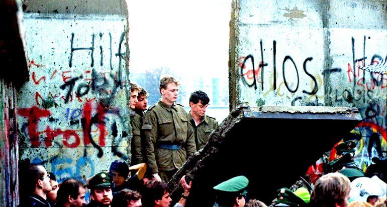 ¿Cuál fue el error que aceleró la caída del Muro de Berlín?
