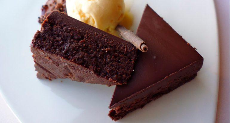 ¿Cuántas semillas de cacao se necesitan para producir medio kilo de chocolate?