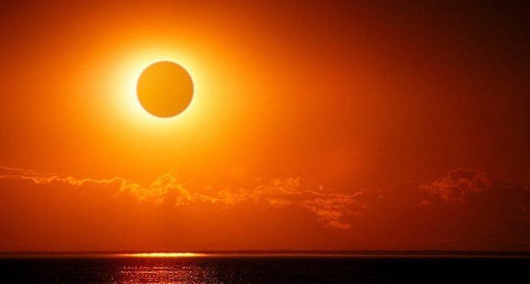 ¿Cuánto es el tiempo máximo que puede durar la oscuridad en un eclipse total de sol?