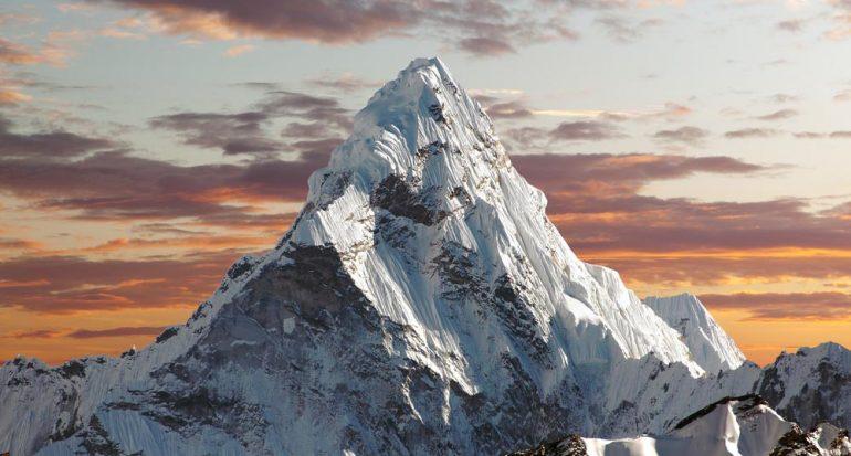¿Dónde se encuentran las montañas más altas?
