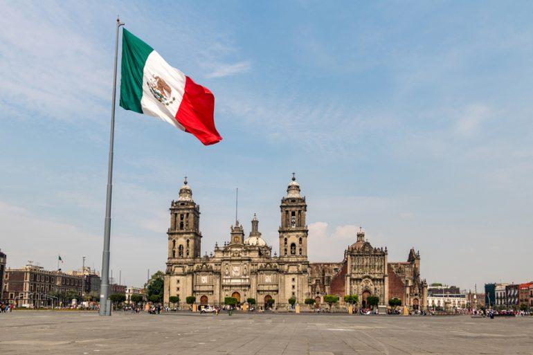 ¿De dónde provienen los colores de la bandera mexicana?