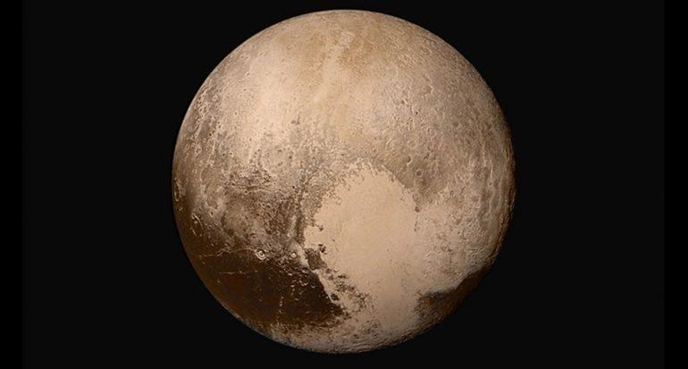 ¿De qué está compuesta la superficie de Plutón?