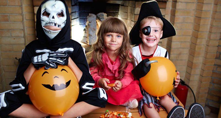 ¿En dónde está prohibido que las personas mayores de 12 años pidan dulces en Halloween?