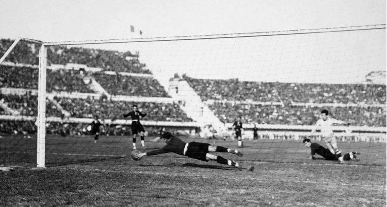 ¿En dónde se jugó el primer Mundial de Fútbol de la FIFA?