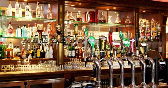 ¿En qué país hay un bar por cada 169 habitantes?