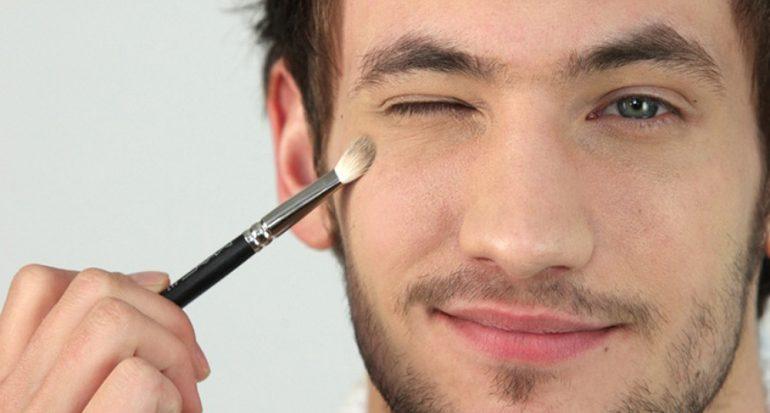 ¿En qué país los hombres suelen maquillarse desde muy jóvenes?