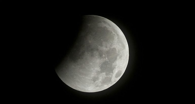 ¿Existe el lado oscuro de la Luna?