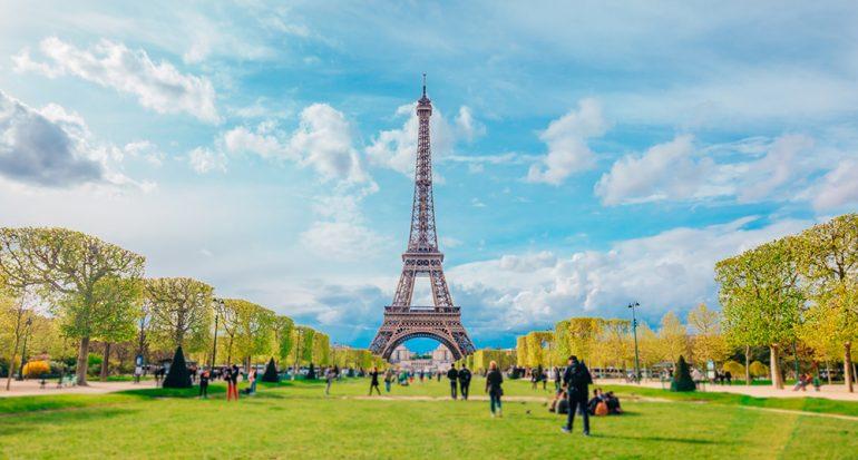 ¿La Torre Eiffel crece en verano?