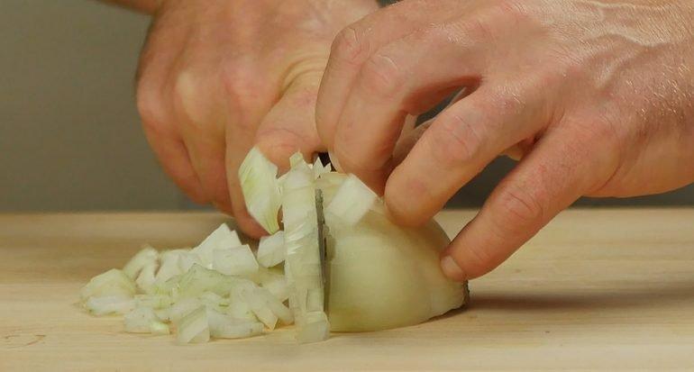 ¿Por qué el cortar la cebolla nos hace llorar?