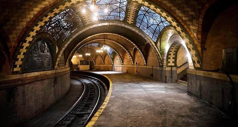 ¿Qué ciudad tiene 13 estaciones de metro fantasma?