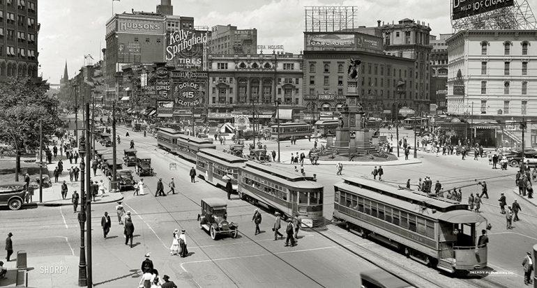 ¿Qué ciudad tuvo la primer calle pavimentada del mundo?