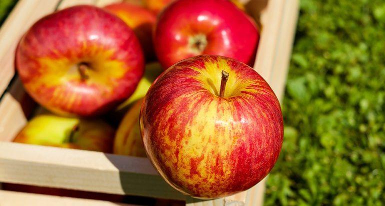 ¿Qué fruta aclara y limpia los dientes?