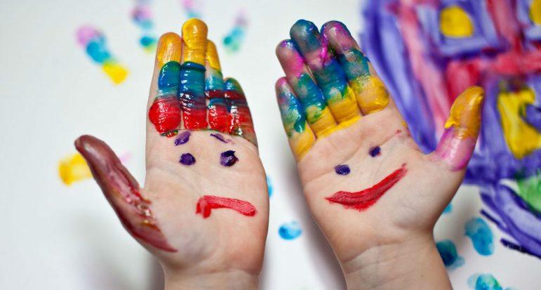 ¿Qué hace a los niños generosos?