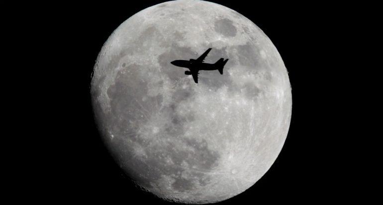¿Qué pasa si un rayo pega en un avión en vuelo?