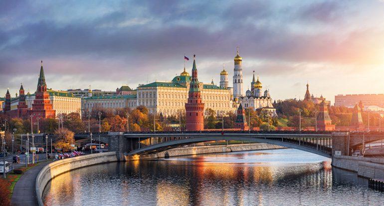 ¿Qué vacunas debo recibir para viajar a Rusia?