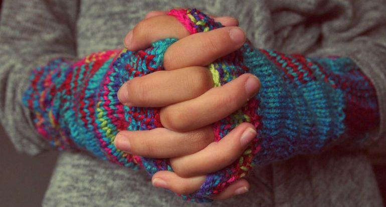 ¿?Tronarse? los dedos causa artritis?