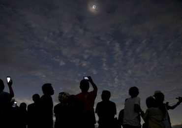 Por si te lo perdiste: fotos impresionantes del raro eclipse solar