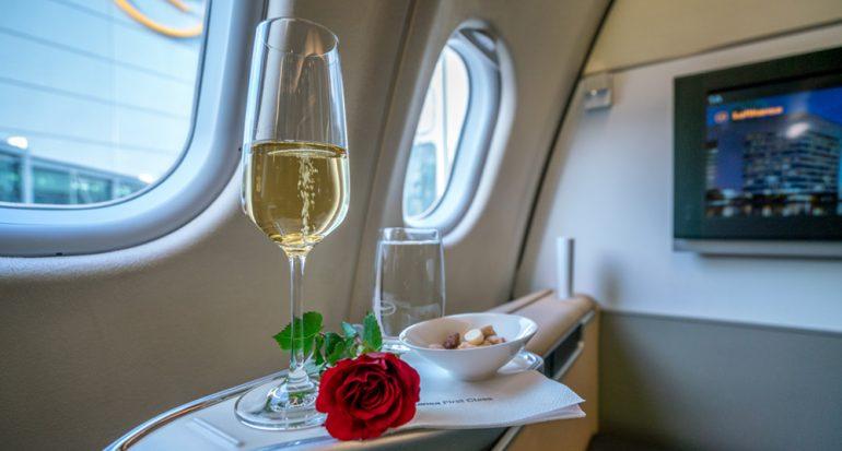 Aterrizaje de emergencia por enojo de una pasajera que no le dieron champagne