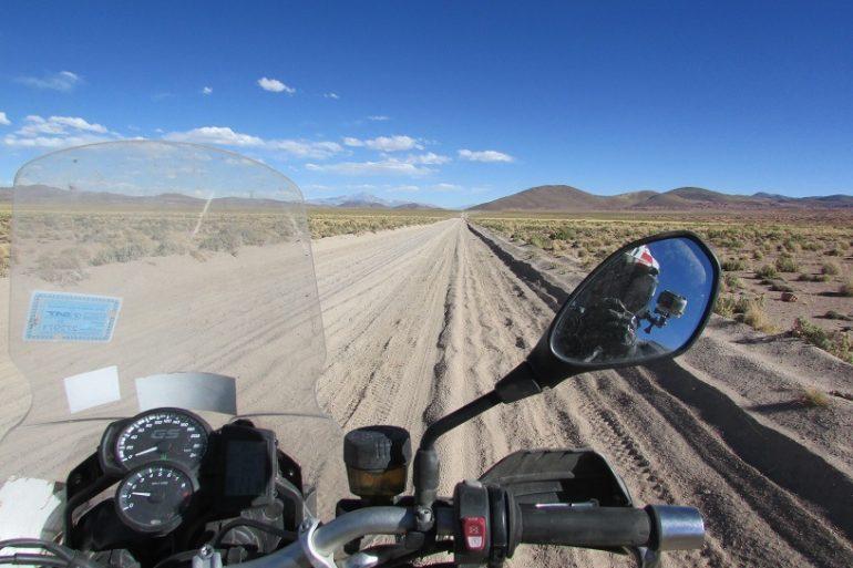 Blog en moto | Luchando con el desierto boliviano