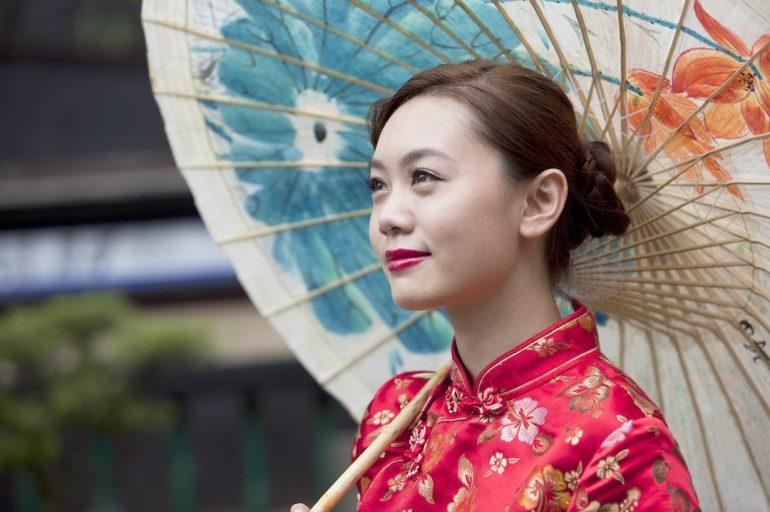 Cómo comprar un vestido de seda en China