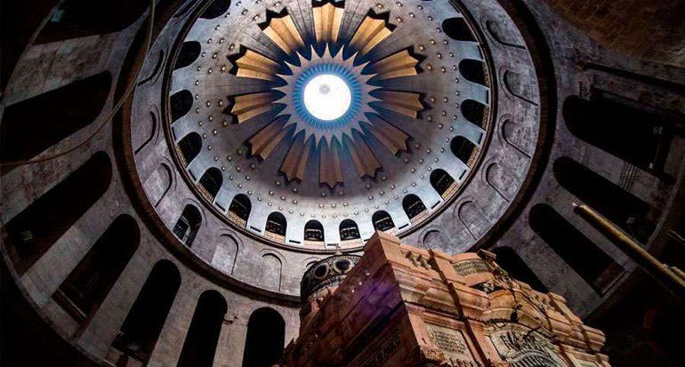 Colapsa parte del techo del Santo Sepulcro