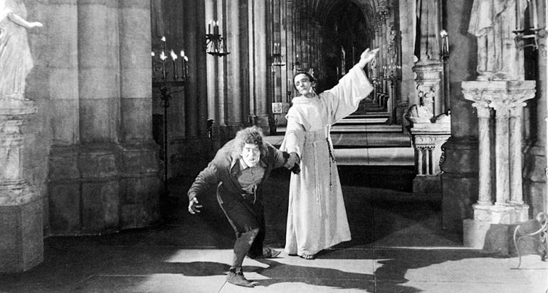 """Conoce la historia del verdadero """"jorobado de Notre Dame"""""""