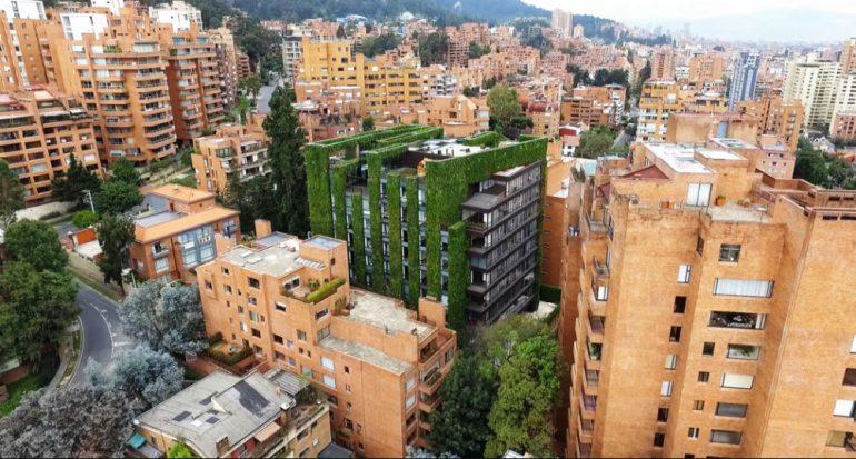 Conoce uno de los jardines verticales más grandes del mundo