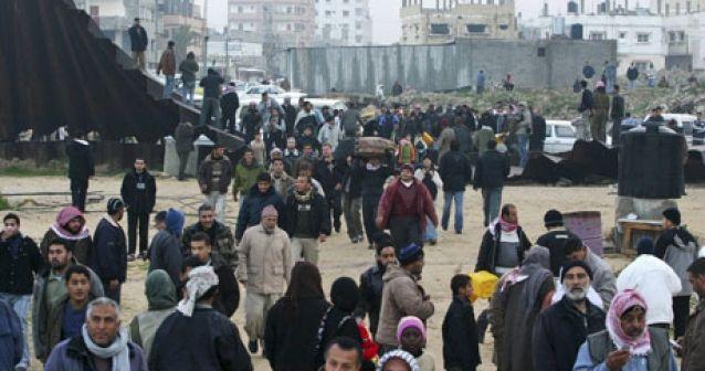 Derriban el muro de Gaza