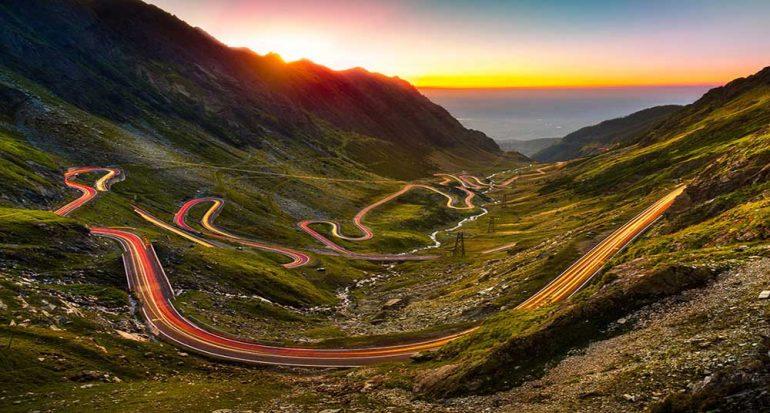 Desafía tus sentidos con esta carretera en Transilvania