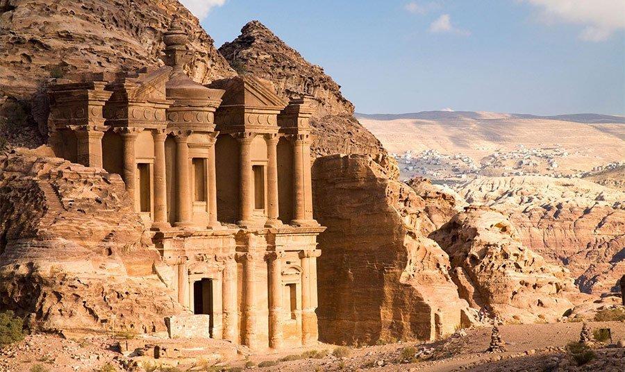 Descubren nuevo monumento en Petra