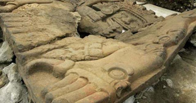 Descubren tumba de monarca azteca bajo la Ciudad de México