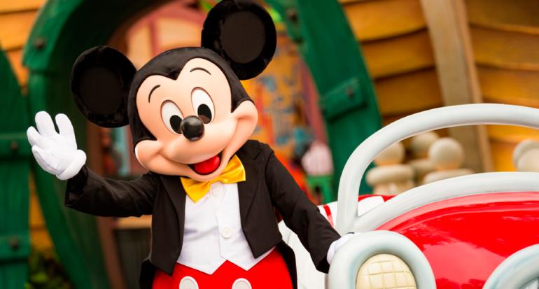 Disney celebra los 90 años de Mickey Mouse en todo el planeta