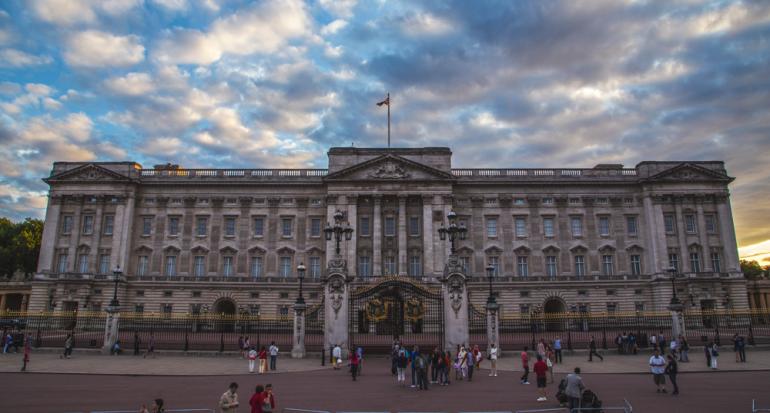 El Palacio de Buckingham le declarara la guerra al plástico