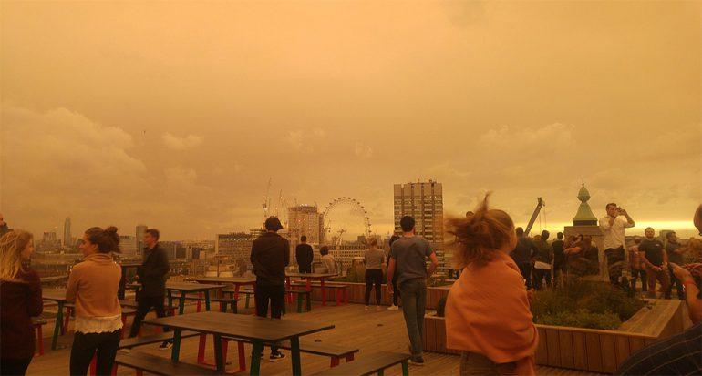 El cielo de Londres se tiñó de naranja