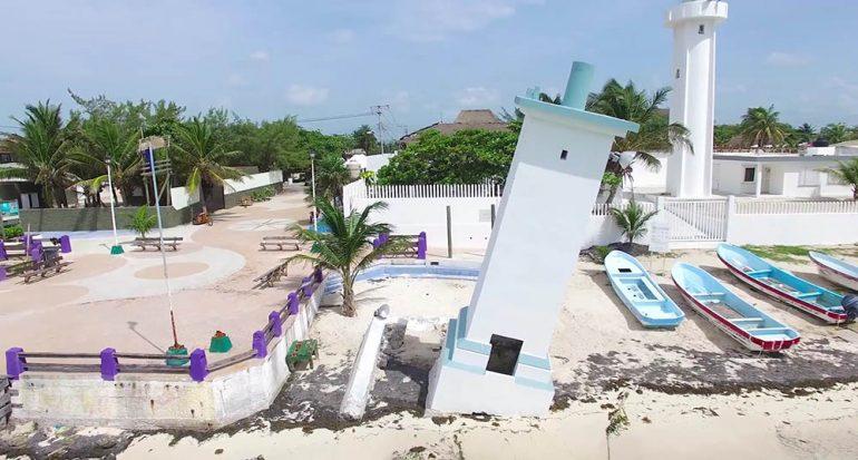 El faro inclinado de Puerto Morelos