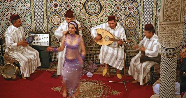 En alfombra mágica por el centro de Fez