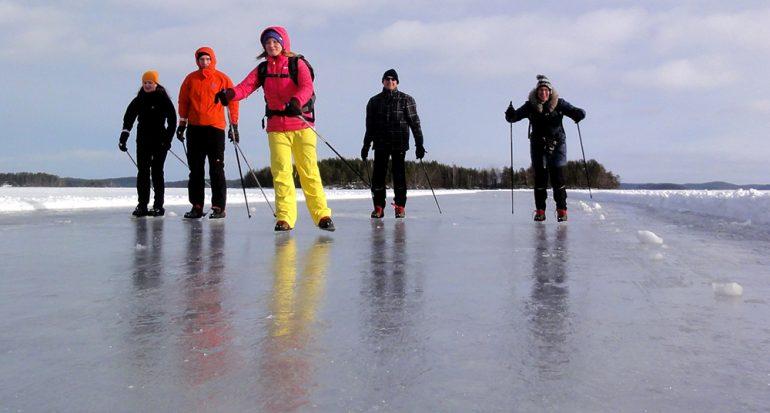 En la pista de hielo natural más larga de Finlandia