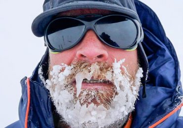 Este hombre está cruzando el Antártico