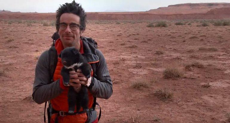 Exploradores salvan a un cachorro abandonado
