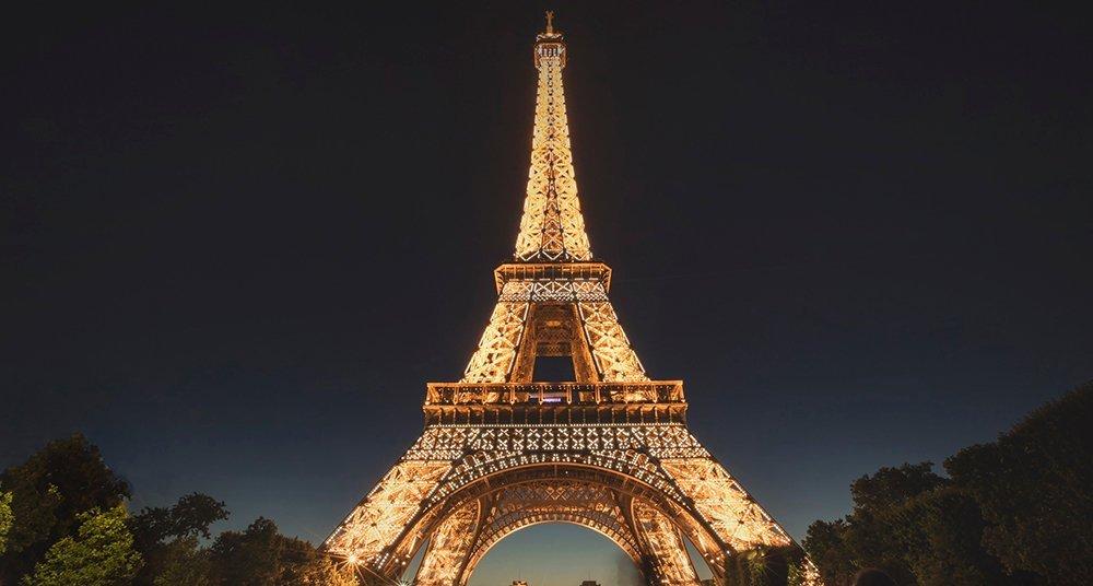 fotografiar la torre eiffel de noche está prohibido national