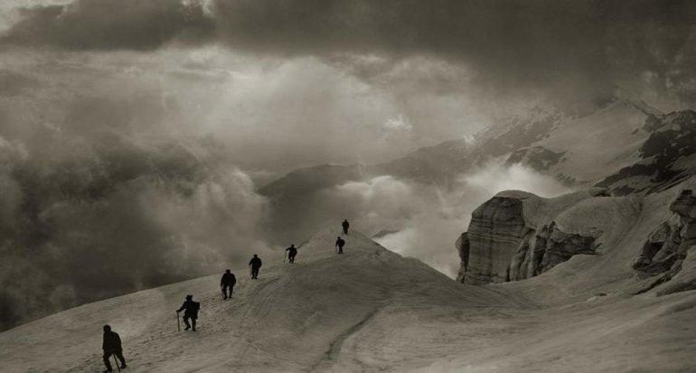 Fotos antiguas muestran montañistas temerarios