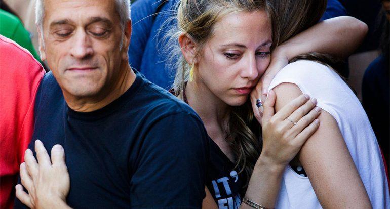Fotos muestran la solidaridad mundial tras el tiroteo en Orlando