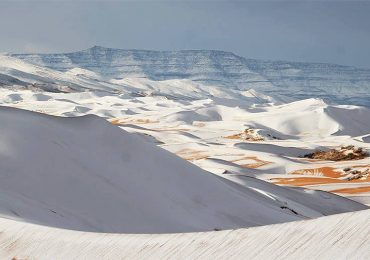 Fuerte nevada en el desierto del Sahara