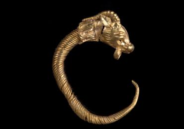 Hallan arete de oro de más de 2 mil años de antigüedad en Jerusalén