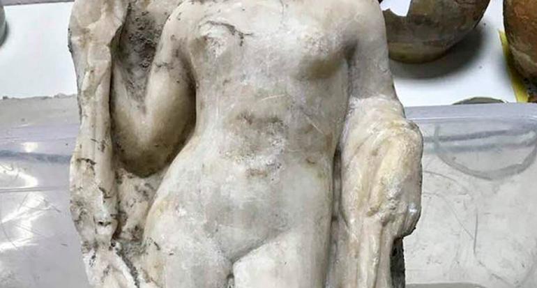 Hallan una impresionante estatua de Afrodita en metro de Grecia