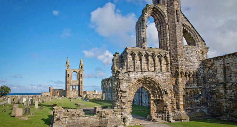 La Catedral más grande de Escocia termina en ruinas