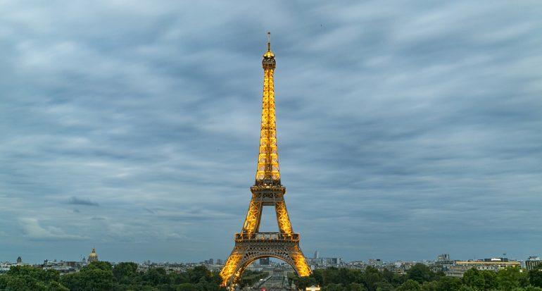 La Torre Eiffel apagó sus luces