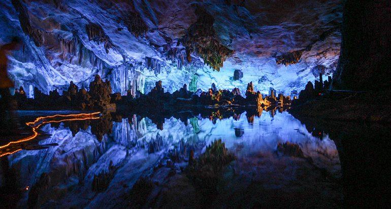 La gruta de las flautas de caña