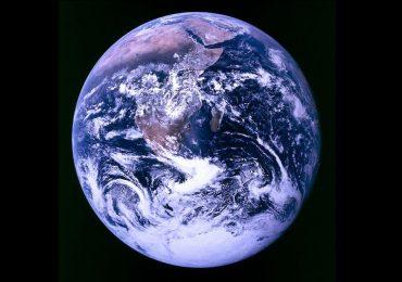 La primera fotografía de la Tierra completa