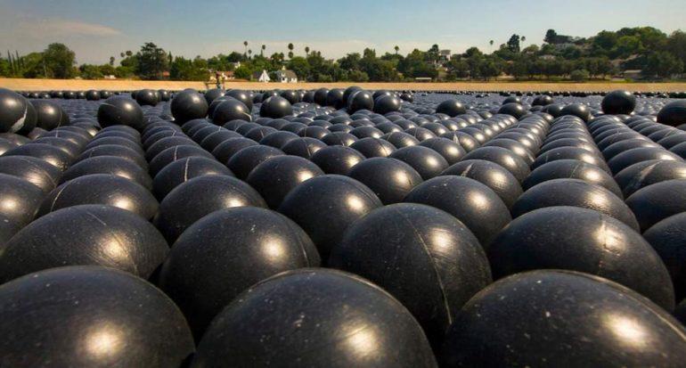 Las pelotas sobre el agua en Los Ángeles